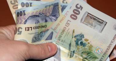 Leul pierde în faţa dolarului şi francului elveţian