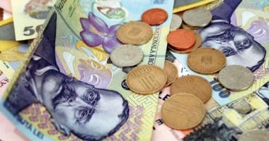 Leul câştigă la dolar şi francul elveţian, dar pierde la euro