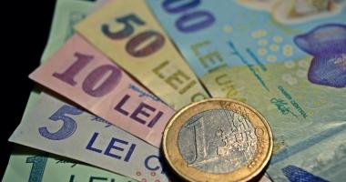 Leul câştigă la euro şi francul elveţian, dar pierde la dolar