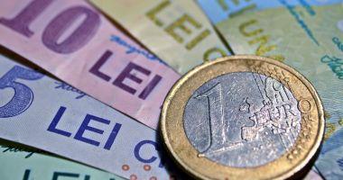 Leul a cedat în fața euro și a dolarului, dar câștigă la francul elvețian