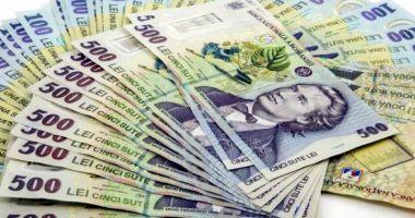 Leul câștigă la euro și francul elvețian, da cedează în favoarea dolarului