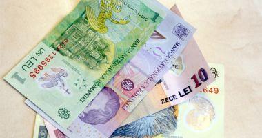 Leul ciupește din euro, dar pierde la dolar și francul elvețian