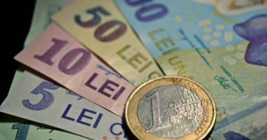 Leul câștigă la euro, dar pierde la dolar și francul elvețian