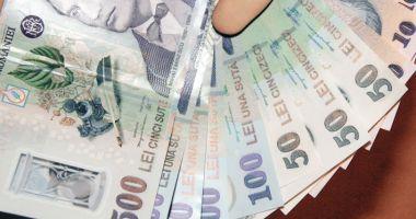 Leul câștigă la euro și dolar, dar pierde la franc elvețian