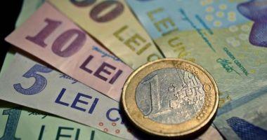 Leul a pierdut la euro și dolar, dar a câștigat la francul elvețian