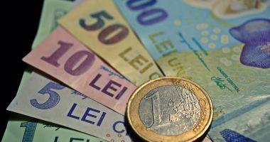 Leul câștigă în fața dolarului, pierde la francul elvețian și face pace cu euro