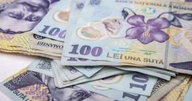 Leul pierde la euro și dolar, dar câștigă la francul elvețian