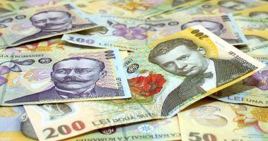 Leul pierde la euro, dar mușcă din dolar și francul elvețian