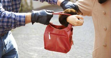 Femeie agresată şi tâlhărită, în Piaţa Tomis 3. Agresorul a lăsat-o fără bani