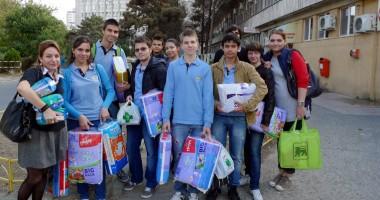 Dona�ie f�cut� de elevii Liceului Interna�ional de Informatic�