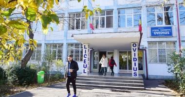 """Se lasă cu scandal la Liceul """"Ovidius""""? Dispute încinse pe tema banchetului, elevii strâng semnături"""