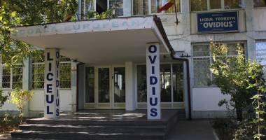 """La Liceul """"Ovidius"""" se dezbat problemele fierbinţi ale învăţământului"""