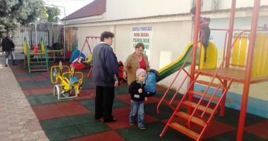 Loc de joacă inaugurat pentru copiii cu autism