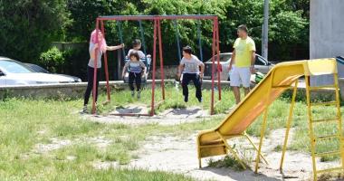 Constănţenii reclamă că nu sunt locuri de joacă pentru copii. Primarul Făgădău promite 100
