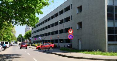 """Lucrări de întreținere în """"Parcarea verde"""" din zona Spitalului Clinic Județean"""