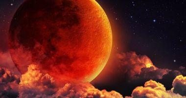 Super Luna sângerie a lupului, duminică noaptea. Eclipsa totală de Lună, vizibilă luni dimineaţă în România