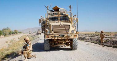 Doi dintre cei patru militari români răniţi în Afganistan, transferaţi în Germania