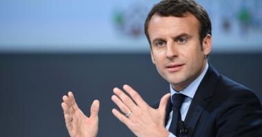 Preşedintele francez Emmanuel Macron, urmărit  de un fotograf, a depus plângere pentru