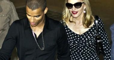 Madonna a plecat în vacanţă  cu iubitul, dar şi cu mama acestuia
