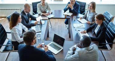 Managerii din economie estimează  că activitatea va crește cu moderație