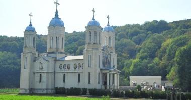 Mănăstirile Dobrogei - linişte şi suflete curate. Slujbă impresionantă, la Peştera Sf. Apostol Andrei