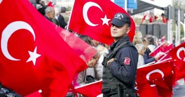 Mandate de arestare împotriva a peste 260 de presupuşi gulenişti