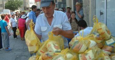 Primăria Mangalia distribuie pachetele pentru nevoiaşi