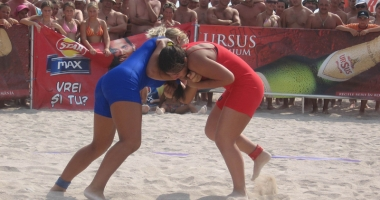 Foto : Mangalia pedepsit�! Na�ionalele de lupte pe plaj�, mutate la… Amara