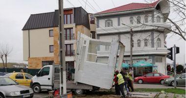 Start operațiunii de demolare a construcțiilor ilegale.