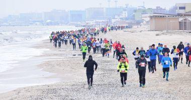 Alergătorii de cursă lungă vor purta tricoul Uniunii Europene la Maratonul Nisipului