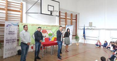 """Marica şi Dănciulescu, luaţi """"cu asalt"""" de elevii Şcolii """"Dan Barbilian"""""""