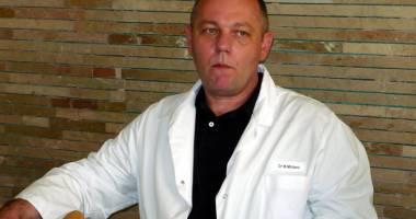 Flagrant DNA �n Spitalul Jude�ean Constan�a. �eful Clinicii de Chirurgie Vascular�, dr. Marius Militaru, �i al�i doi medici, re�inu�i pentru luare de mit�