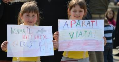 """""""AJUTĂ MAMA ŞI COPILUL! EI DEPIND DE TINE!"""". Când va avea loc cel mai mare marş al Patriarhiei Române"""