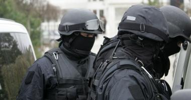 Român reţinut pentru acte de terorism