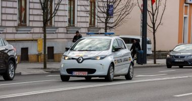 Orașul din România în care polițiștii patrulează cu maşini electrice