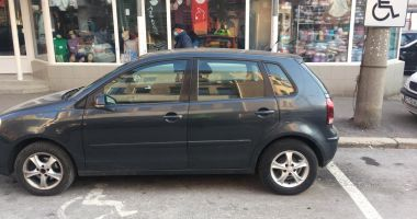 Maşinile parcate pe locurile pentru persoanele cu dizabilităţi, ridicate de Poliţia Locală