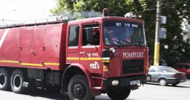 Pompierii au intervenit pentru deblocarea unei uşi