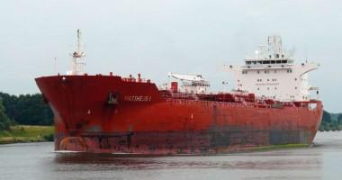 Un tanc petrolier spaniol, jefuit şi eliberat de piraţi