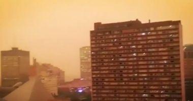 Ceață portocalie în Canada. Oamenii stau cu bagajele făcute ca să poată fugi