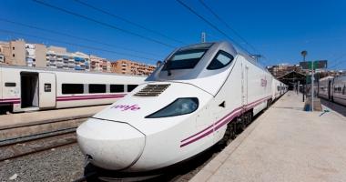 Un mecanic a abandonat trenul cu peste  100 de pasageri pentru că  i se terminase programul