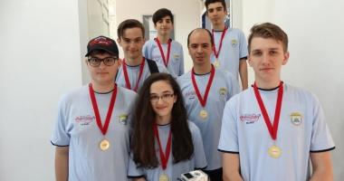 Elevi ai Liceului Internaţional,  medaliaţi cu aur  la First Lego League