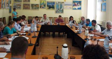 Consilierii din Medgidia au alocat bani școlilor din municipiu