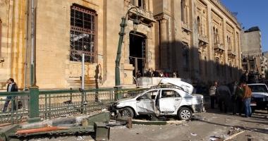 Atentat cu dispozitiv exploziv la Cairo. Un poliţist a murit şi patru sunt răniţi