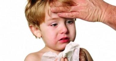 ATENŢIE mămici! Cazuri de copii cu MENINGITĂ. Durerile sunt groaznice