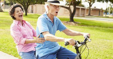 Mersul pe bicicletă ajută la îmbunătățirea abilităților mintale la bătrâni