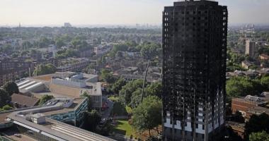 Metroul din Londra, închis! Blocul care a luat foc s-ar putea PRĂBUŞI
