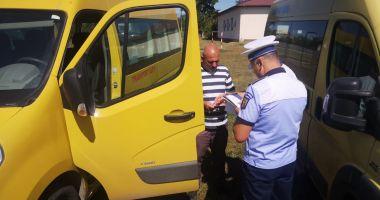 Zeci de microbuze școlare din Constanța, verificate de Poliție