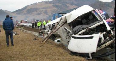 Un microbuz cu nouă pasageri s-a răsturnat din cauza vitezei excesive