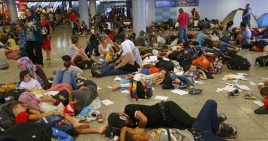 O tabără de migranţi din nordul Franţei, evacuată de forţele de ordine