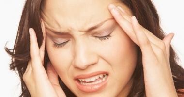 Migrenele au caracter ereditar. Ce declanşează durerile de cap